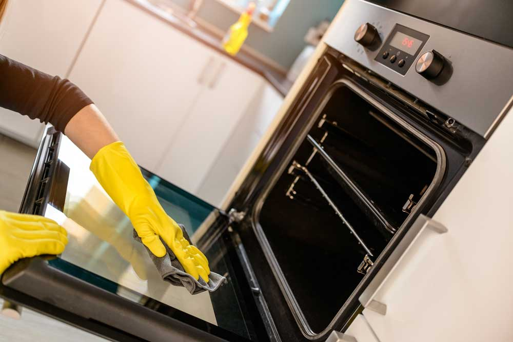 Oven Clean with Baking Soda